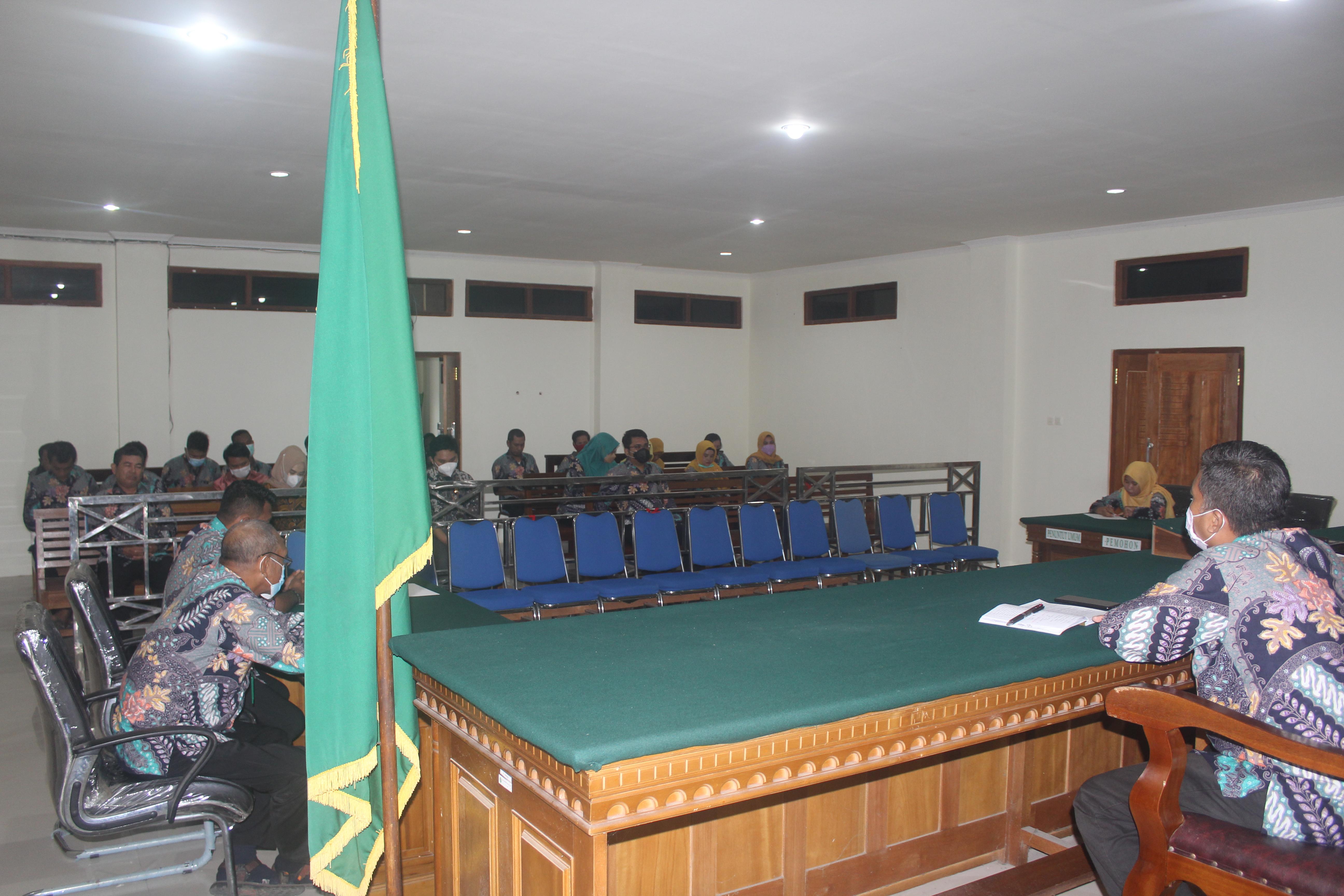 Rapat Bulanan Bulan September 2021 Pengadilan Negeri Labuha Sekaligus Pembagian Piagam Penghargaan Kinerja Terbaik Periode September 2021